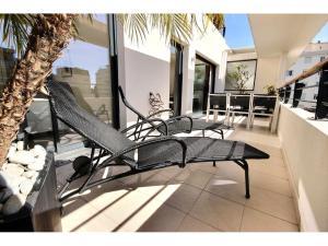 Vacker lägenhet med stor terrass till salu i Cannes Basse Californie svensk mäklare franska rivieran terrass