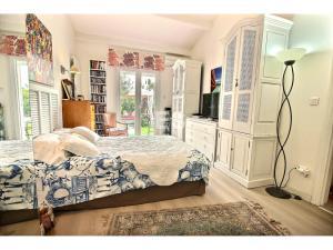 Villa till salu i Mandelieu la Napoule Riviera Golf svensk mäklare franska rivieran sovrum