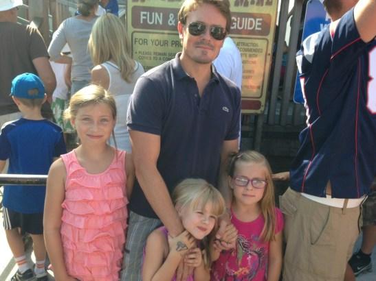 Foto: Jakob med döttrarna Felicia, Sofia & Julia.
