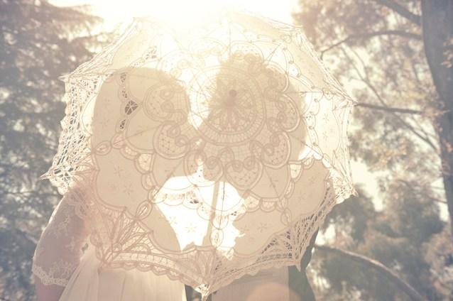 Kiss through parasole