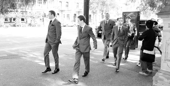 Groomsmen arriving