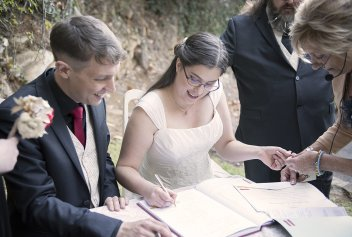 Signing marriage registry
