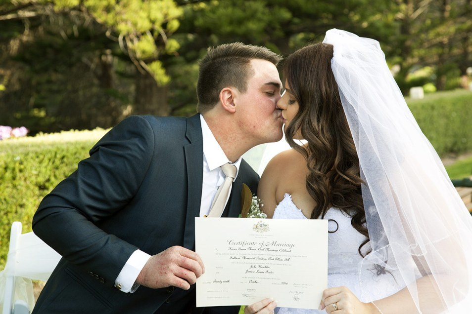 Wedding Certificate kiss