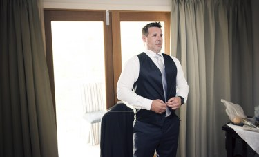 Buttoning up vest