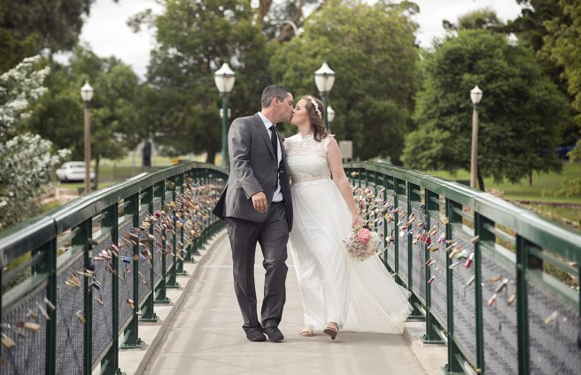 Kiss on the Torrens footbridge