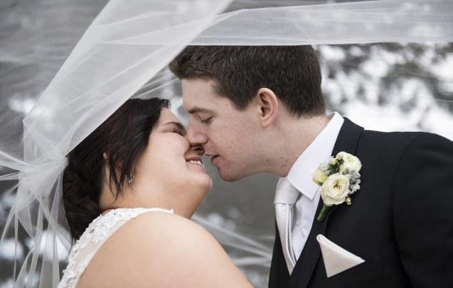 Kisses under veil