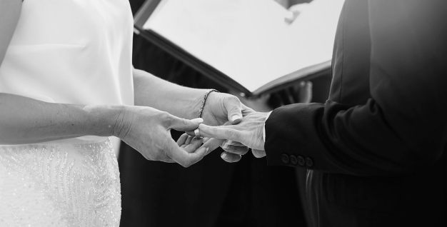 Exchanging wedding rings