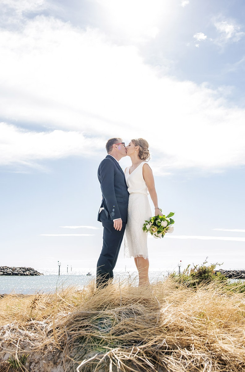 Kiss on the dunes