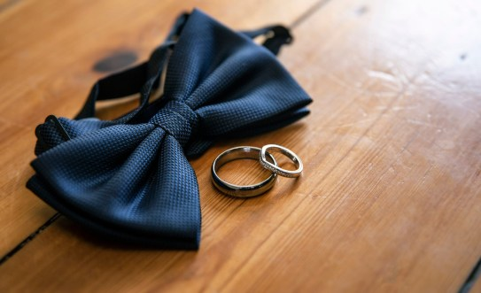 Wedding rings with bowtie