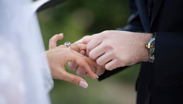 Exchanging wedding bands