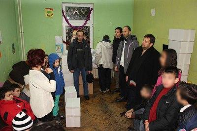 Деца Свете Србије дарују своје вршњаке