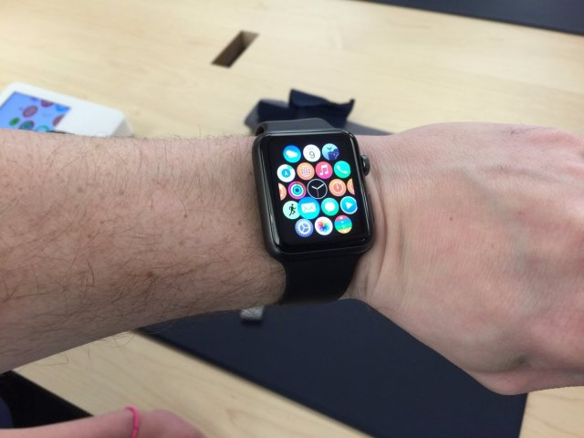 the-way-the-apple-watchs-straps-click-into-place-so-theyre-easy-to-change