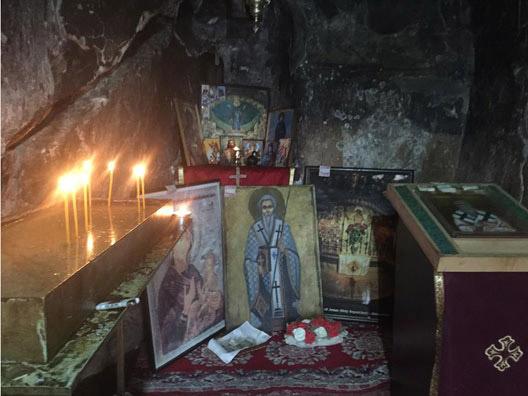 Прстенување во пештерската црква