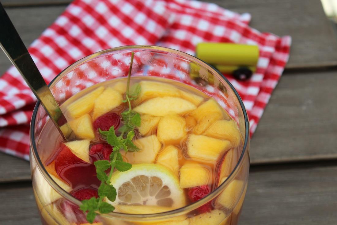 Kinderbowle mit Früchten