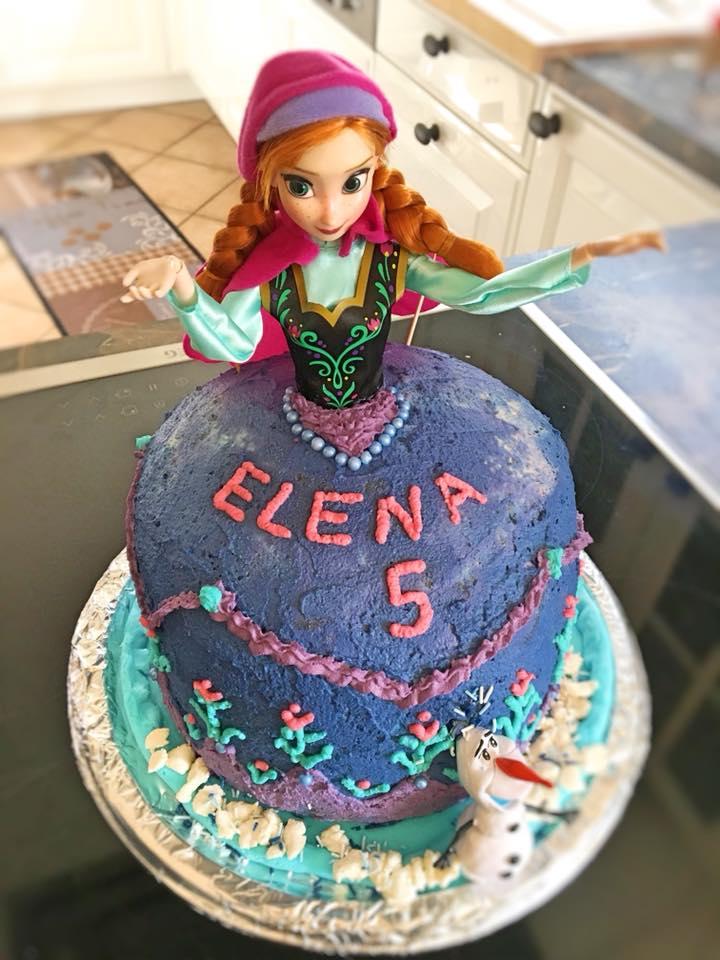 Schoko-Sahne-Torte zum Geburtstag mit Anna-Puppe