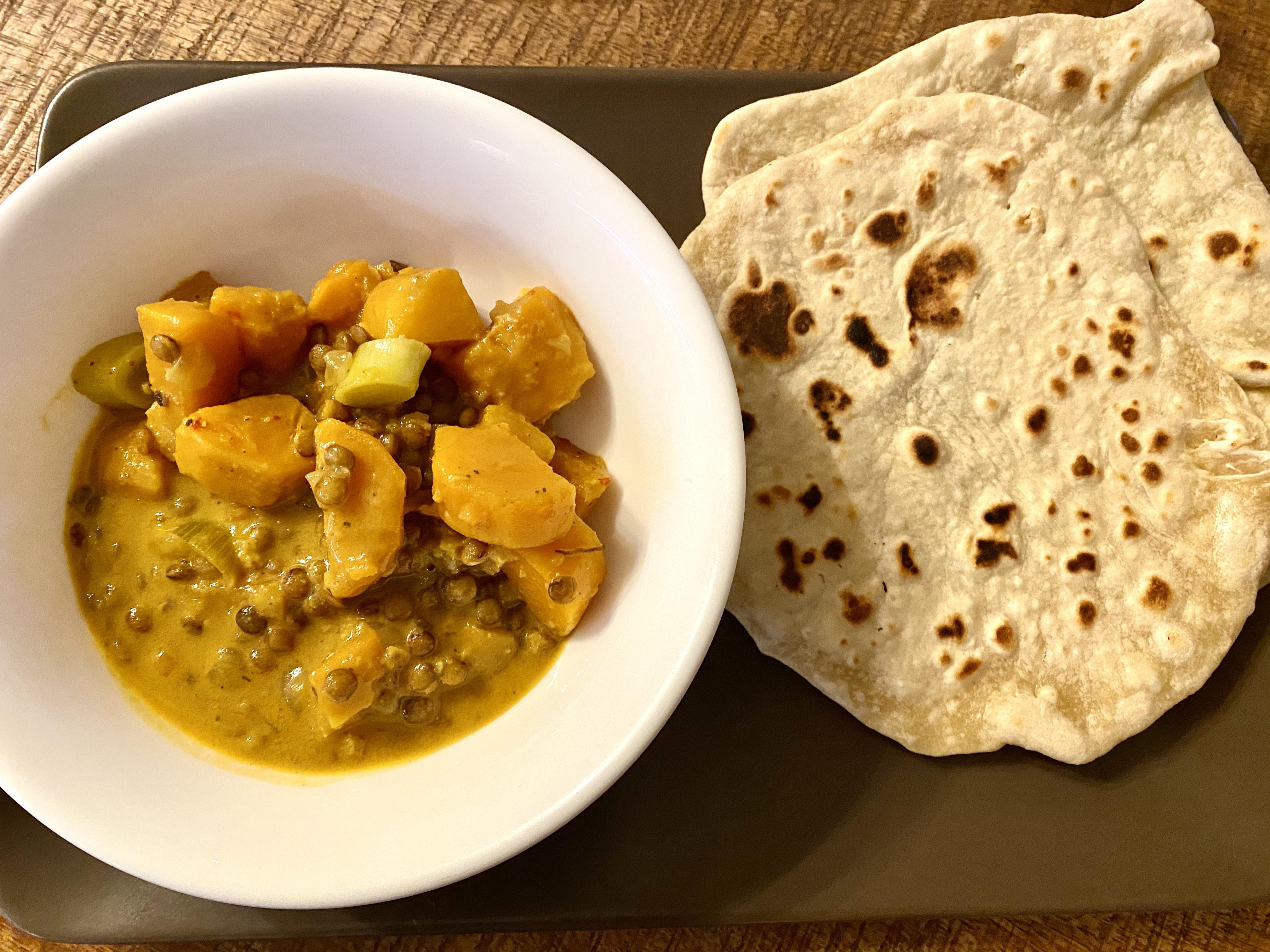 Süßkartoffelcurry mit Naan-Brot