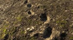stopy na úpatí vulkánu