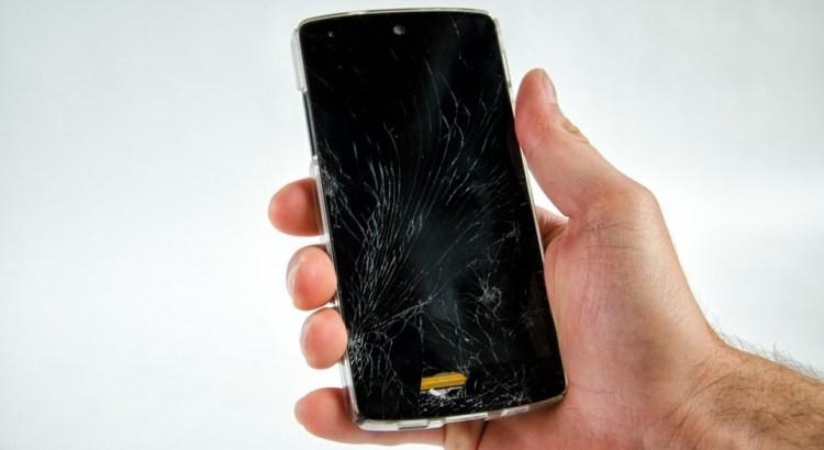 rozbitý smartphone