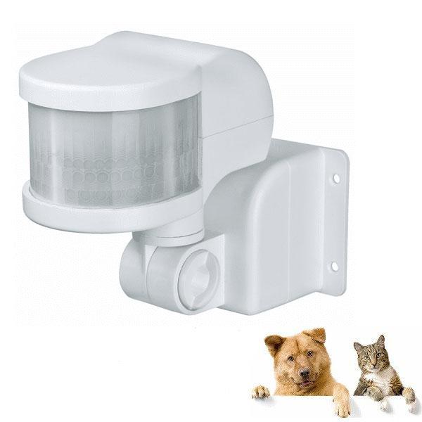 Sensor gerak bereaksi terhadap kucing dan anjing