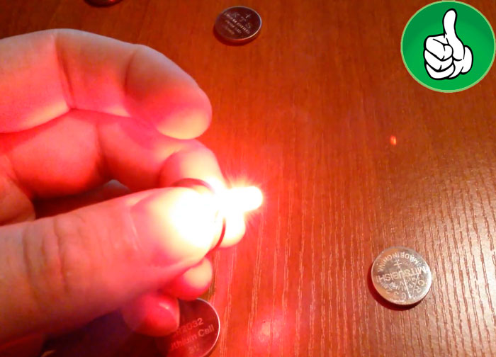 Πώς να ελέγξετε επίπεδη LED δισκίου μπαταρίας