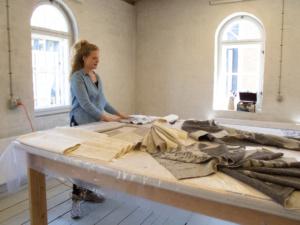 Ragnhild Hjalmarsdottir i atelier plan 3