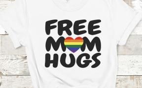 Free Mom Hugs Shirt