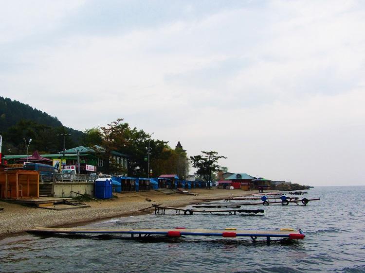 russia-listvyanka-lake-baikal-1