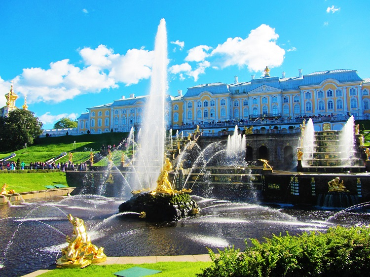 russia-st-petersburg-potd-peterhof-fountain