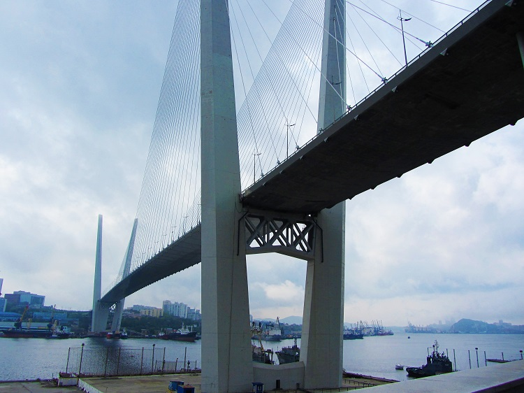 russia-vladivostok-bridge