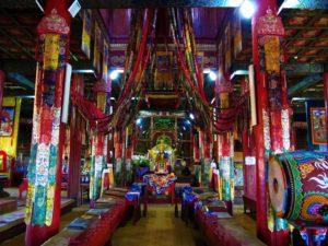 mongolia-1-amarbayasgalant-monastery-inside-temple