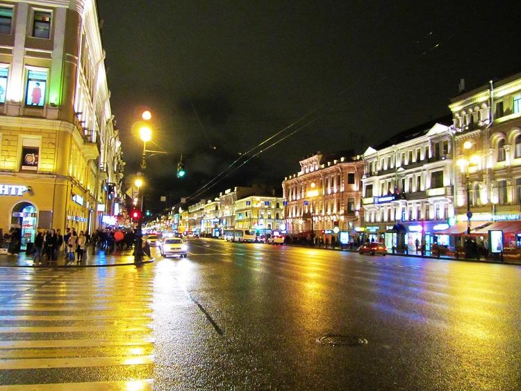 russia-st-petersburg-2-night-of-a-street