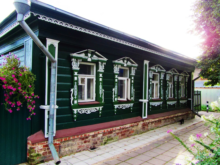 russia-suzdal-houses-green