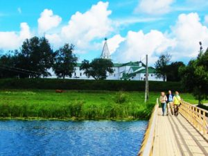 russia-suzdal-kremlin-from-river
