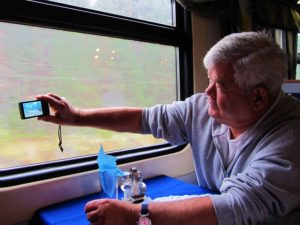 russia-train-4-dad-taking-a-picture