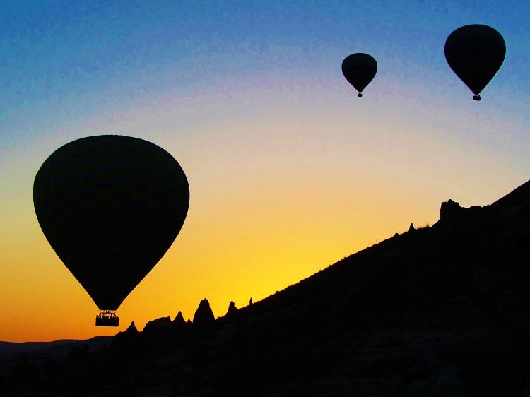 vacation-turkey-cappadocia-balloon-sunrise