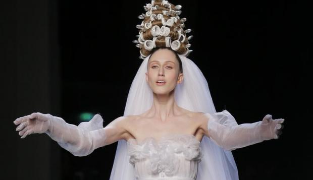jean_paul_gaultier_s_spring_summer_2015_haute_couture_fashion_collection_E1_1267477446