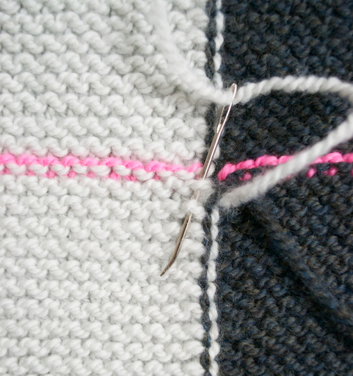 Прямоугольная безрукавка-трансформер: носи как вздумается... Очень оригинальна и проста в вязании!