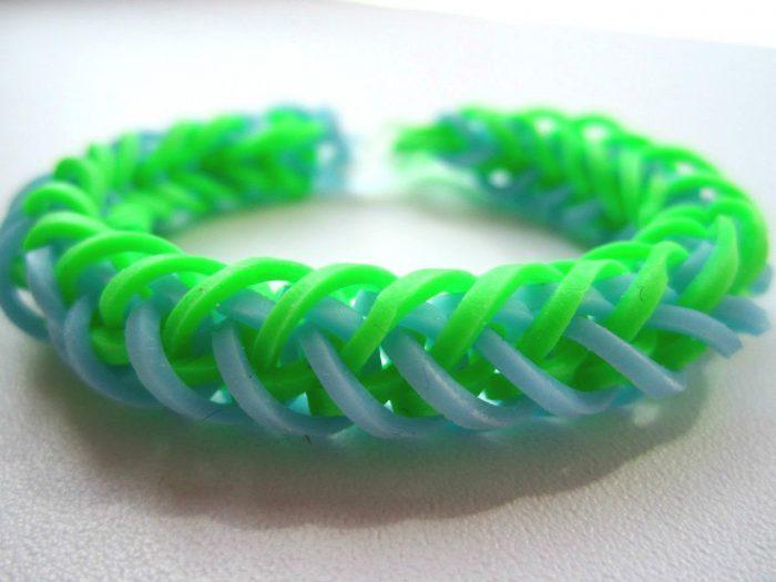 Fish tail bracelet sa mga daliri