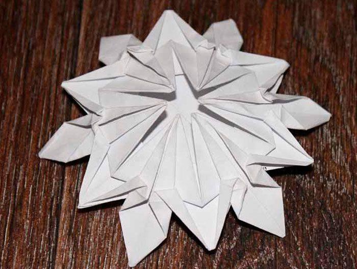 Snowflakes dalam origami.