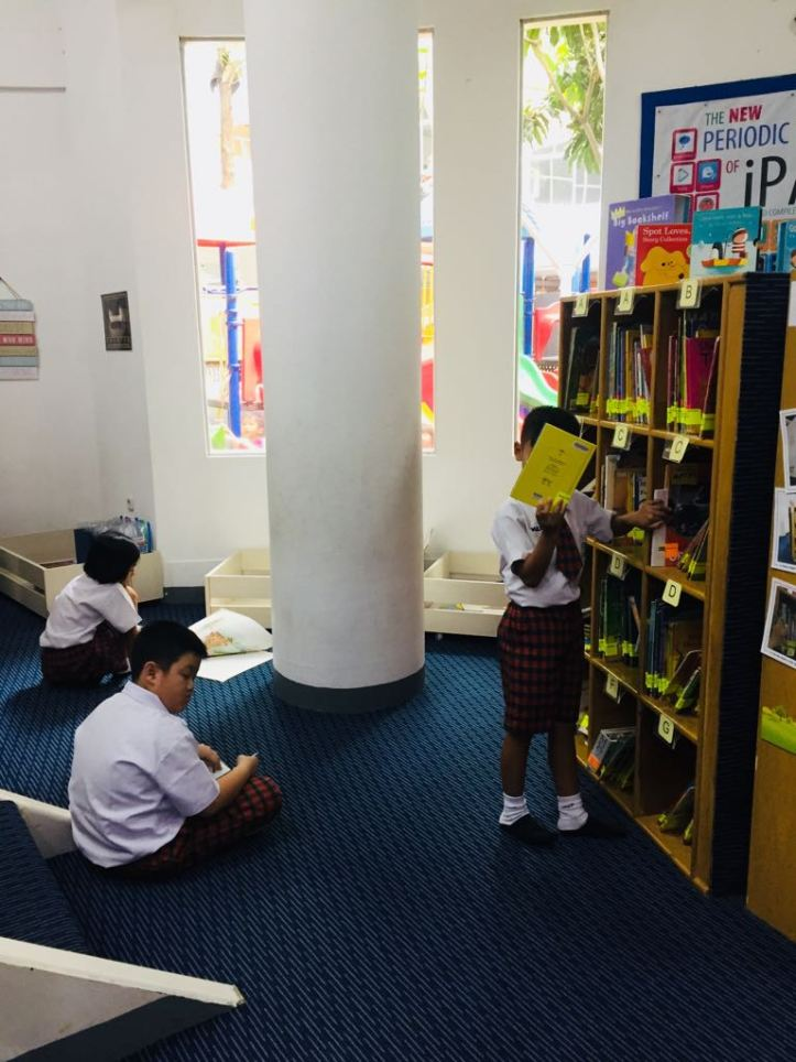 Library reading5