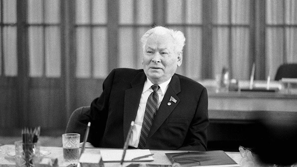 """Предпоследний глава СССР говорил начальнику разведки о """"непонятных людях"""" в партийном руководстве"""