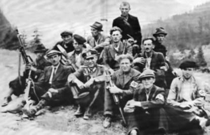 Так выглядело подразделение немецких диверсантов из «Бранденбурга». Одна из самых знаменитых его операций – захват нефтяных месторождений Майкопа летом 1942 года и самого города