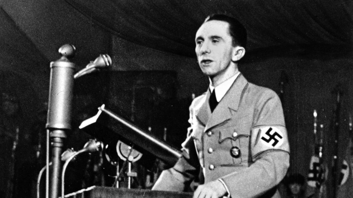 Почему Геббельс до знакомства с Гитлером называл Россию священной страной