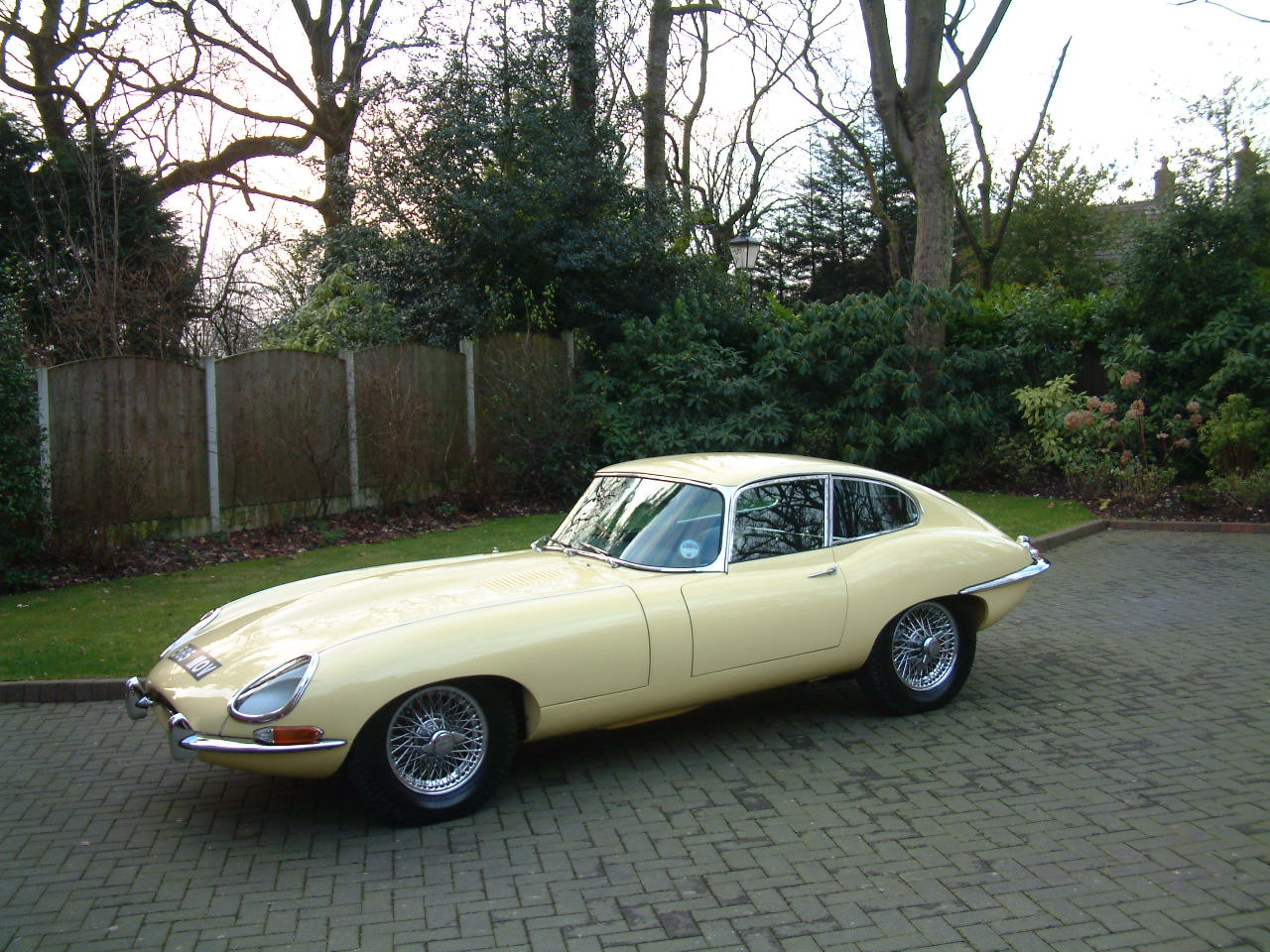 https://i0.wp.com/svs-ltd.com/wp-content/uploads/2017/10/1964-Jaguar-E-Type-3.8-FHC-Multi-Concours-085.jpg