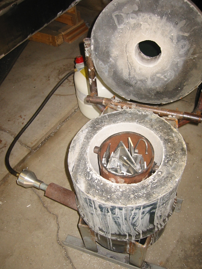(4) Crucible charged with scrap.