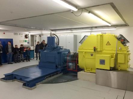 Die langsame Turbinendrehung wird über ein Getriebe auf Generator-Speed gebracht