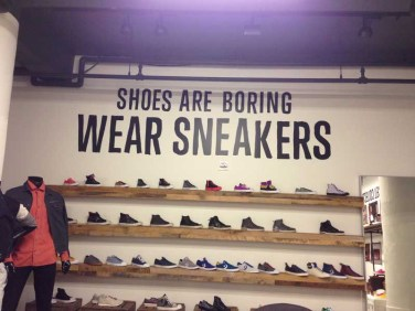 converse wear sneakers wall 03