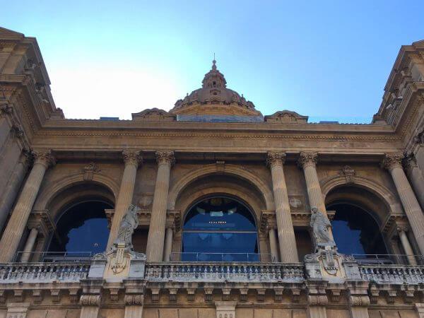 MNAC, Eingangsportal erster Stock und Kuppel des MNAC.