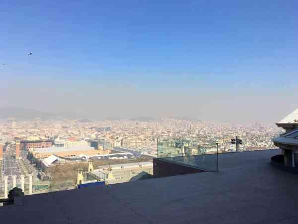 MNAC, Blick von der Dachterrasse nach vorn auf Barcelona.