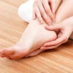फटे पैरों के उपचार के लिए आसान घरेलू नुस्खे